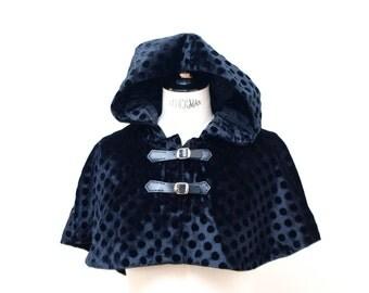 Short dots velvet cape with hood