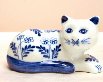 Cat ,blue and white, porcelain