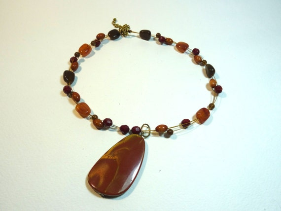 Vintage  brown stone-like pendant necklace
