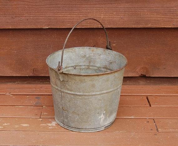 Galvanized bucket vintage rusty dented bucket old number 10 for Rustic galvanized buckets