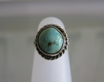 Vintage Sterling Silver Turquoise Ring Size 3 -- 3.5 grams