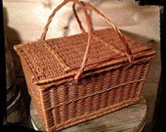 Collectible Wicker Picnic Basket  / Sewing Basket / Crafts Basket / Al Fresco Basket / Fishing Basket /  Le Pique Nique / F721