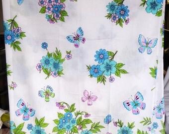 Vintage 1970s single sheet - pretty flower and butterfly design -Montgomery ward - muslin