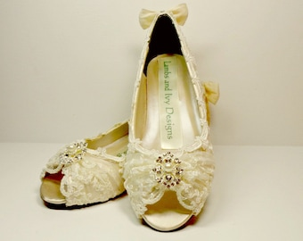 Ivory Lace Wedge Heels, Marie Antoinette Lace Wedding Shoes  Ivory and Pearl ,  Wedge Wedding Shoes, Bride's  Shoes, Bridal Shoes, Zapatos