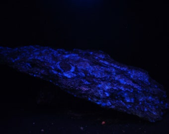 Neat Kyanite & Garnet vein in Quartz with mystery new blue SUV glowing Mineral