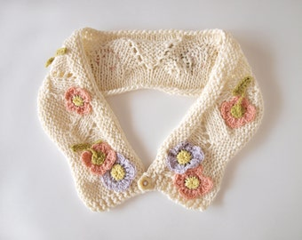 Hand knit collar with flowers / Flowers on a hand knit collar Size: large