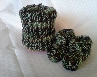 baby cammo hat with matching booties