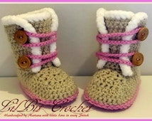 Handmade Crochet Baby Girl Snow Boots / Pram Shoes / beige and pink booties with two buttons and fur trim / newborn, 0-3 months, 3-6 months