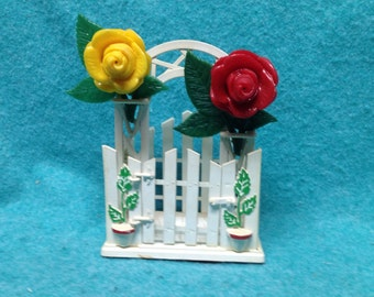 Salt and Pepper Shakers Plastic Rose Trellis With Napkin Holder in Box