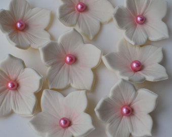 12 Handmade ivory and pink edible petunia flowers. Edible petunia sugar flowers. Ivory and pink sugar flowers. Edible wedding cake flowers.