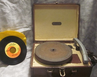 SALE! Just Reduced! 1953 Aircastle 3 Speed Suitcase Record Player Reconditioned