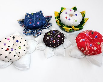 Playful and Colorful Pincushions - Sewing gift - Pincushion base - Pincushion Linen Flower - Sewing accessories - Needlework gift