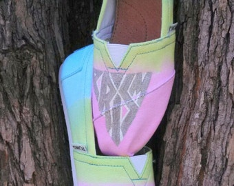 KATY PERRY Prism Custom Hand Painted TOMS Shoes