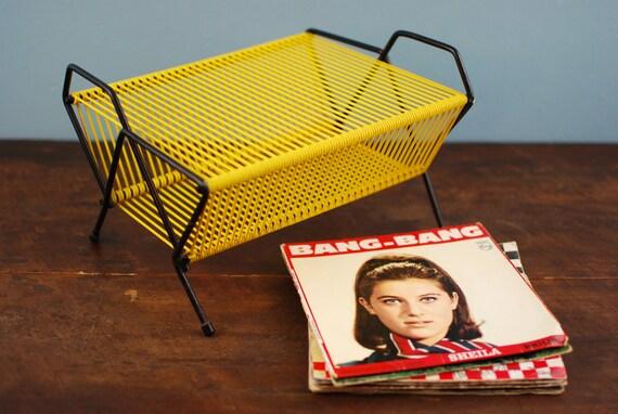 range disques porte disques 45 tours en fil de scoubidou. Black Bedroom Furniture Sets. Home Design Ideas