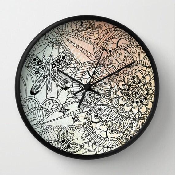 Horloge murale mandala horloge papillon dessin mandala for Decoration murale mandala
