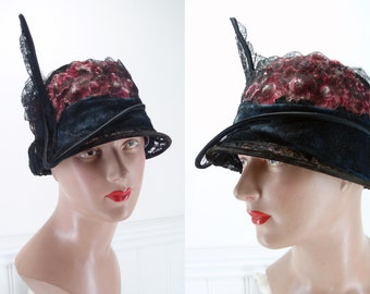 Cloche Hat 1920's Cloche Noranda Velvet Lace Flowers . Flapper Fashions . Great Gatsby . Downton Abbey .