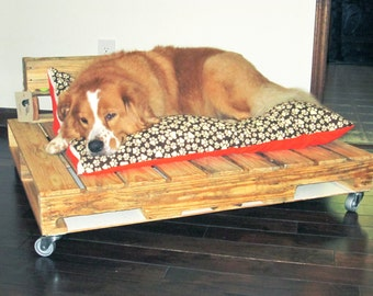 Items similar to salvaged wood pallet dog bed with burlap - Mattress made of balls ...