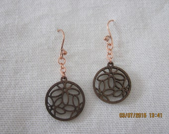 Daisy field wood cutout earrings