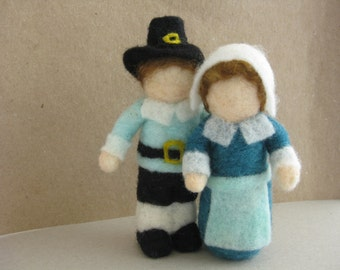2 Pilgrim figurines, boy and girl, Thanksgiving decoration, needle felted wool, Waldorf inspired miniatures