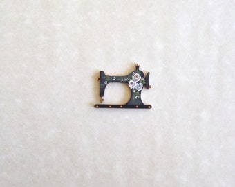 Small (4cmx3cm) Sewing Machine Brooch Handpainted