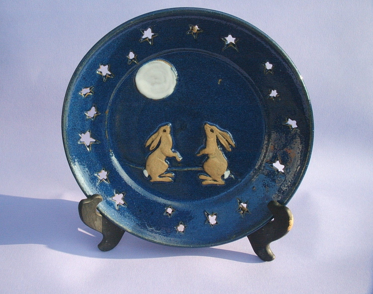 Hand Thrown Stoneware Pottery Plate With Moongazing Hares