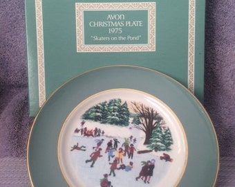 """Vintage Avon Christmas Plate 1975 """"Skaters on the Pond"""" New in Box Rare"""