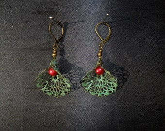 grey and Red Pearl green loops