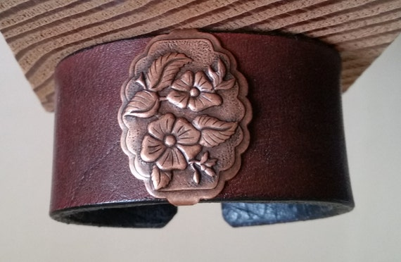 """Women's LEATHER BRACELET Brown with Antique Copper Wild Rose Concho. Small 6-1/4"""" Wrist Size. Lined. Floral Cuff Wristband. Hook Clasp."""