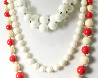 Vintage Red and White Bead Necklace Vintage jewelry red Bead Neacklace Christmas Necklace