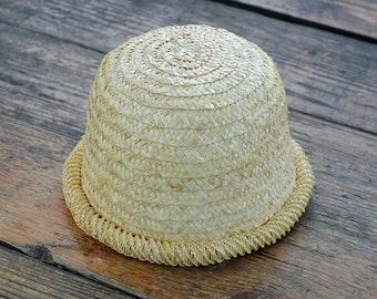 Women's hat made of straw