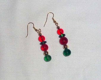 Beaded Dangle Earrings in Christmas Red and Green E21