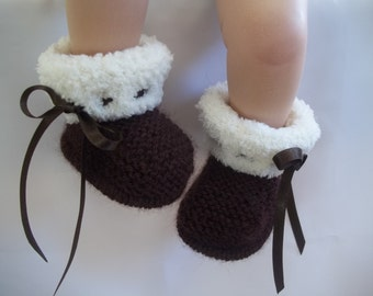 Knitting Pattern (instant download) for baby ugg style booties/bootees/shoes/boots, To knit in 3 sizes.