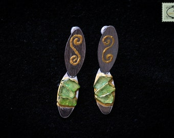 Earrings for pierced ears, little green glasses and gilding on silver metal