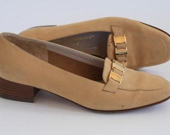 Vintage Salvatore Ferragamo Heels / Camel / Gold Detail / 6.5B