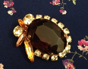 Beautiful 1960s vintage glass brooch