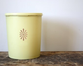 CLEARANCE SALEVintage Tupperware Yellow Food Storage Container/Canister, 1970's Kitchen Harvest Gold