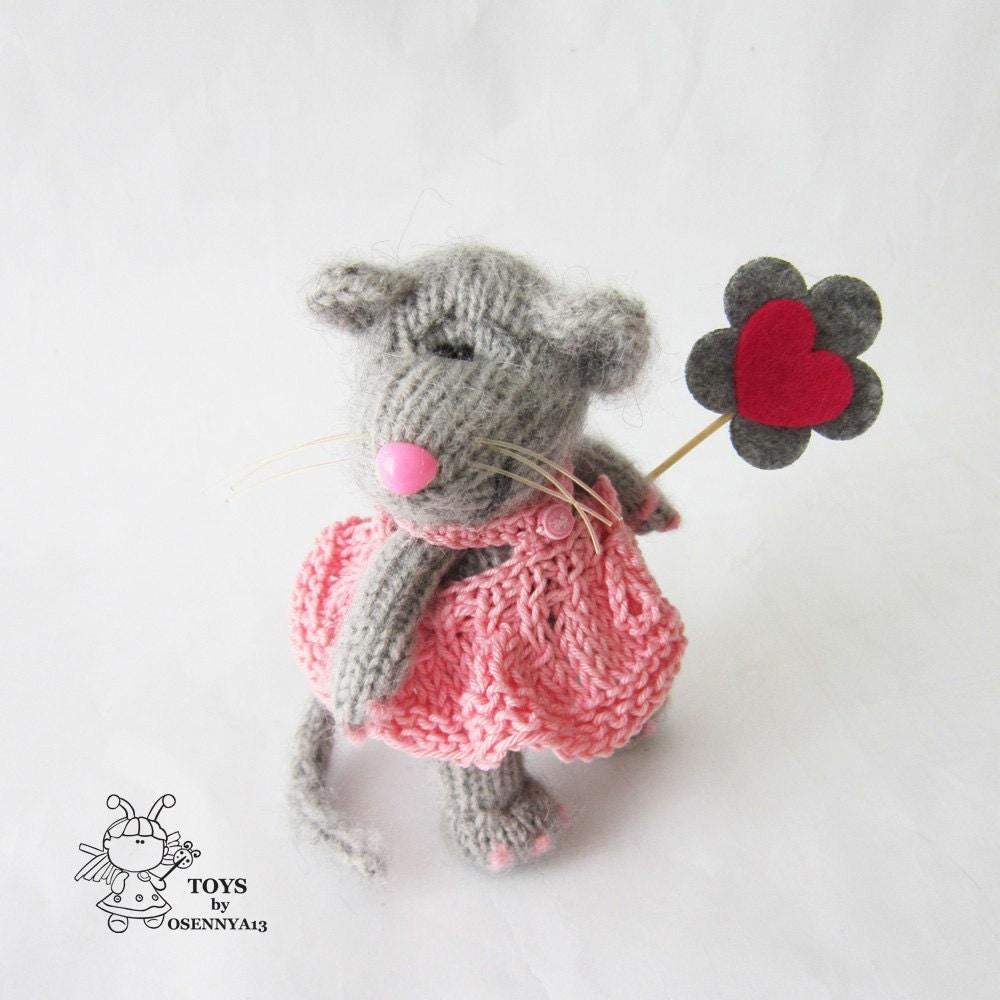Knitting Pattern Mouse : Mouse in pink sundress knitting pattern knitted round