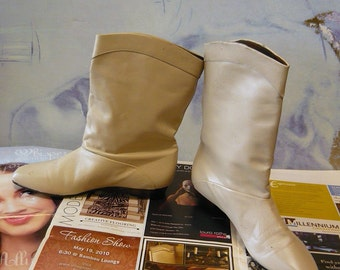 Vintage Ivory Leather Ankle Boots size 7 .5 B  EU 38 UK 5 Flat Pixie Pirate Slouchy NEVER Worn Winter White