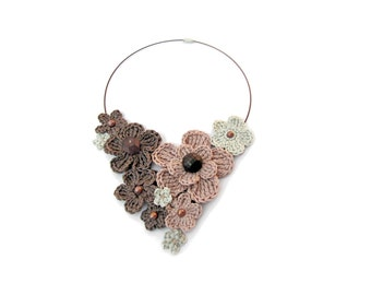 MADE TO ORDER - Crochet necklace,crochet flower necklace,pale pink, bunch of flowers necklace,romantic necklace