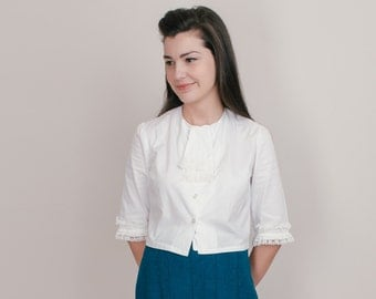 1960s Cropped Blouse - 60s Mod White Cotton Shirt with Lace Jabot Ruffle - M