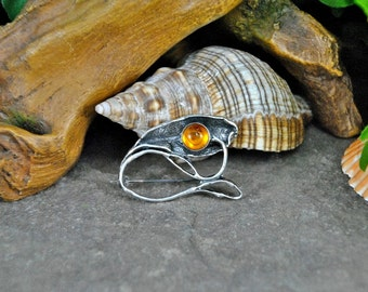 Amber Flower Brooch // Round Cabochon in Sterling Art Nouveau Style Leaf Foliage Setting // Hallmarked 925 WK