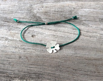 Lucky four leaf clover green thread bracelet