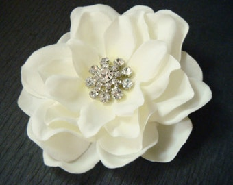IVORY bridal flower hair clip with rhinestones / bridal ivory flower clip / ivory rhinestone flower hair clip comb winter wedding