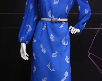 Floating - vintage 60s long sleeve dress blue with fold collar and white graphic print
