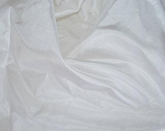 Silk Taffeta Premium Quality in White - fat quarter -TFP 91