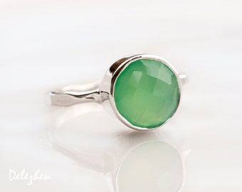 Mint Green Chrysoprase Ring Silver, Sterling Silver Ring, Solitaire Ring, Stackable Stone Ring, Round Ring, Gemstone Ring, Unique Ring