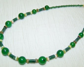Green and gold agate stone and mother of pearl necklace