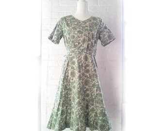 1950s Green Gray Floral Fit and Flare Cotton Day Dress 50s Vintage 1940s Full Circle Skirt Medium Large Preppy Summer Tea Garden Party Dress