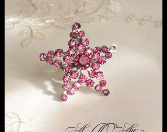 Rhinestone Star Pin / 1950s Retro Hot Pink Star Brooch / Fuschia Lapel Pin / Scatter Pin