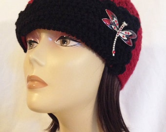 """cloche,flapper hat,flipped brim beanie,hat with rhinestone vintage style brooch,hand crochet,red/black made to fit teens and adults 21-23"""""""